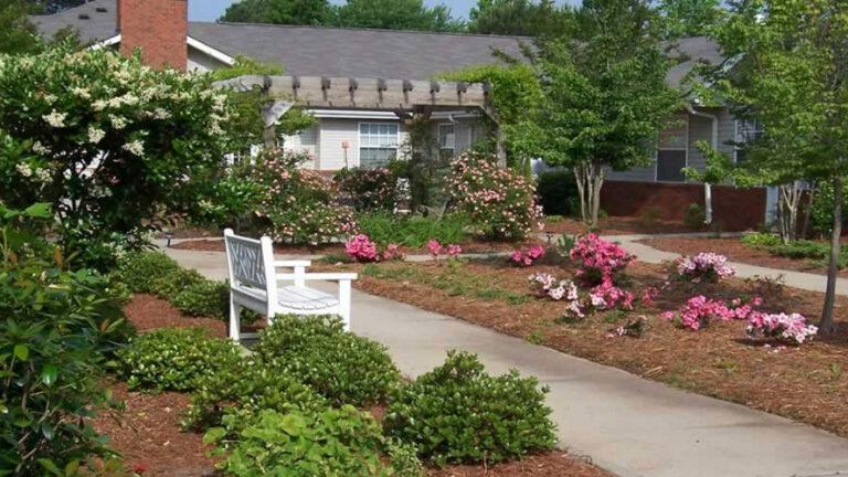 Gaines Park Senior Living | Garden