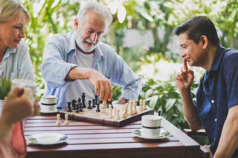 Gaines Park Senior Living | Group of seniors playing chess
